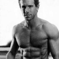 LIKE – Ryan Reynolds kockás hasa