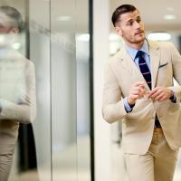 Napi öltönyös – Pontozd 1-10ig