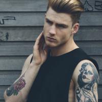 Tetovált srác – Pontozd